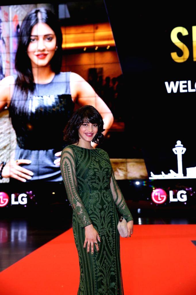 Actress Shruti Haasan at SIIMA Awards 2016. - Shruti Haasan