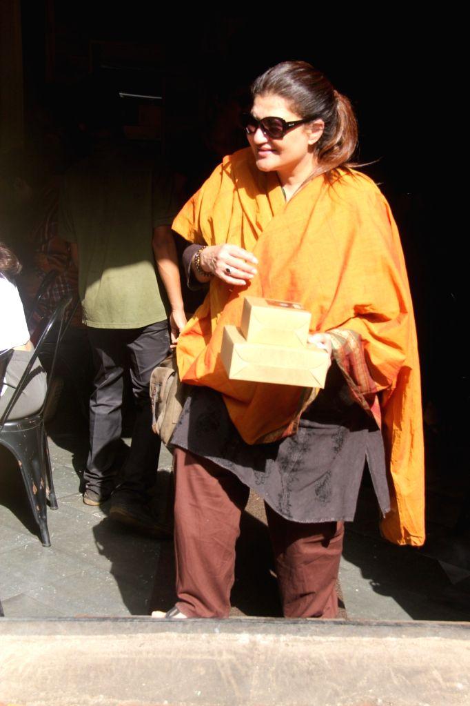 Actress Shruti Haasan's mother Sarika seen at Mumbai's Bandra Sept 8, 2018. - Shruti Haasa
