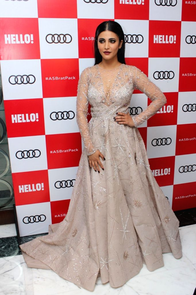 "Actress Shruti Hassan at red carpet of ""Luxury & Fashion As Hello! & Audi"" in Mumbai on Oct 5, 2017. - Shruti Hassan"