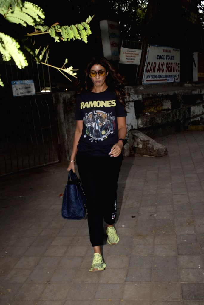 Actress Shweta Bachchan seen outside a salon in Mumbai on March 5, 2019. - Shweta Bachchan