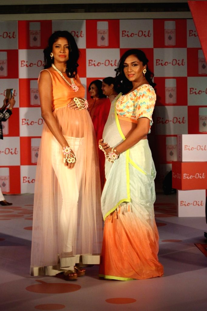 Actress Shweta Salve and model Carol Gracias during a Mother's Day celebration, in Mumbai on May 7, 2016. - Shweta Salve