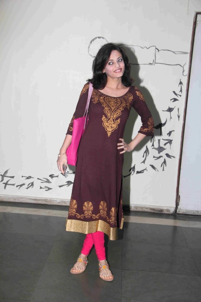 Actress Sneha Ullal arrive to attend the premiere of actress Daisy Shah`s debut play Begum Jaan, in Mumbai on July 2, 2016. - Sneha Ullal and Shah