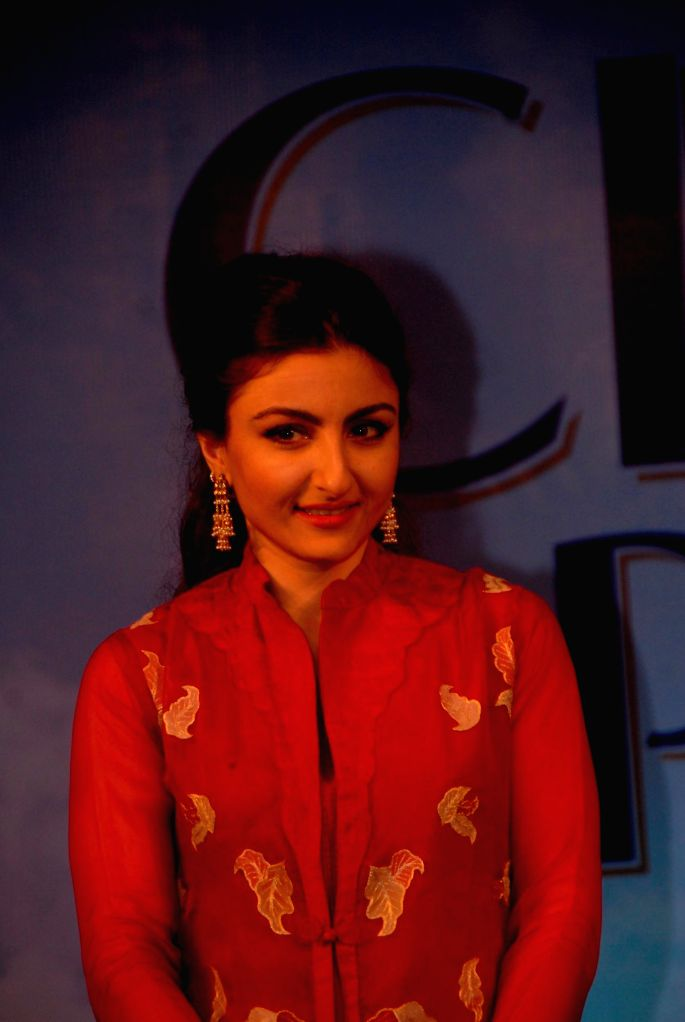 Actress Soha Ali Khan during the felicitation ceremony of Clinic Plus scholarship programme 2014-15  in Mumbai on 20th Jan 2015. - Soha Ali Khan