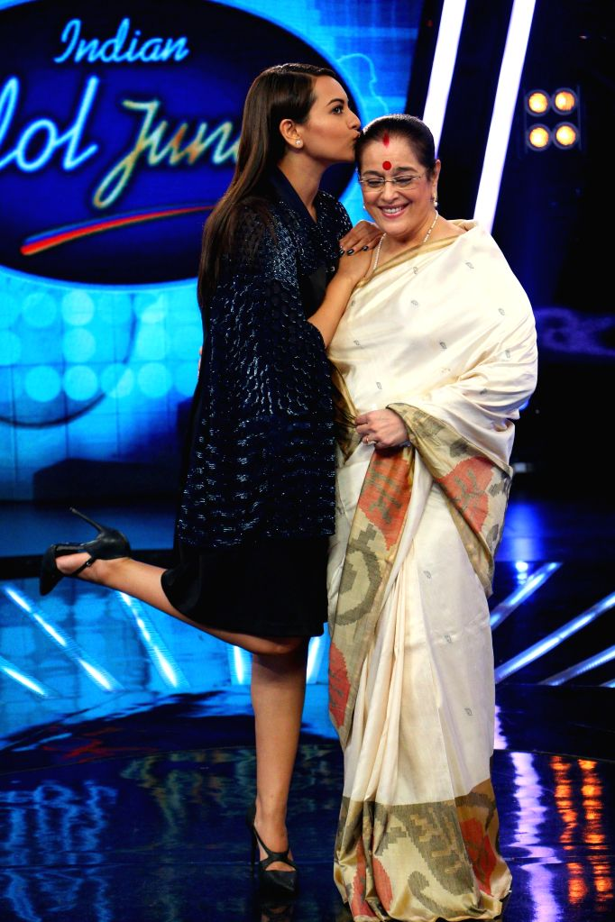 Actress Sonakshi Sinha along with her mother Poonam Sinha during the promotion of film Phantom on the sets of Indian Idol Junior 2015, in Mumbai. - Sonakshi Sinha and Poonam Sinha