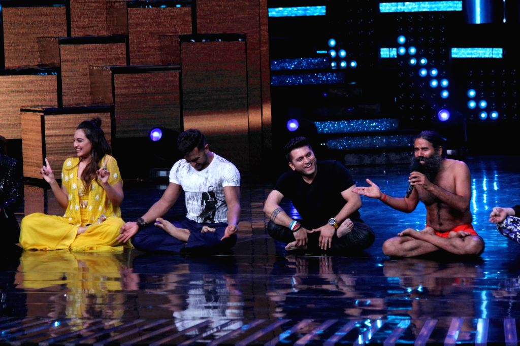 Actress Sonakshi Sinha, choreographer Terence Lewis, filmmaker Mohit Suri and Yoga guru Baba Ramdev on the sets of Star Plus TV show Nach Baliye Season 8 in Mumbai on May 16, 2017. - Sonakshi Sinha
