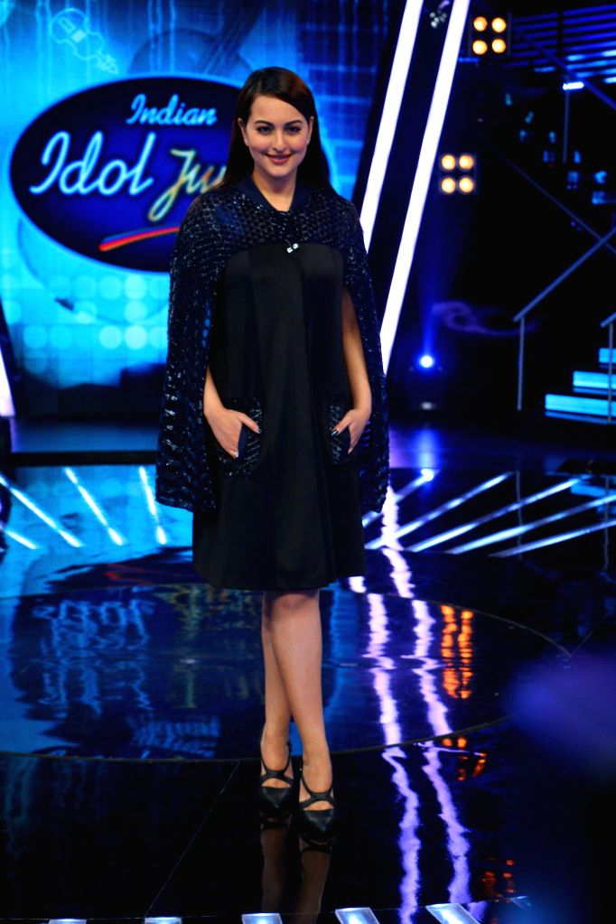 Actress Sonakshi Sinha during the promotion of film Phantom on the sets of Indian Idol Junior 2015, in Mumbai. - Sonakshi Sinha