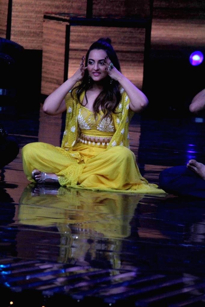 Actress Sonakshi Sinha on the sets of Star Plus TV show Nach Baliye Season 8 in Mumbai on May 16, 2017. - Sonakshi Sinha