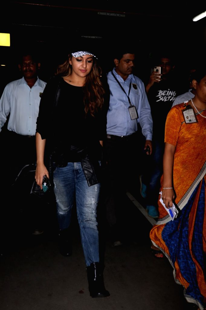 Actress Sonakshi Sinha spotted at Chhatrapati Shivaji Maharaj International airport in Mumbai on Sept 18, 2017. - Sonakshi Sinha