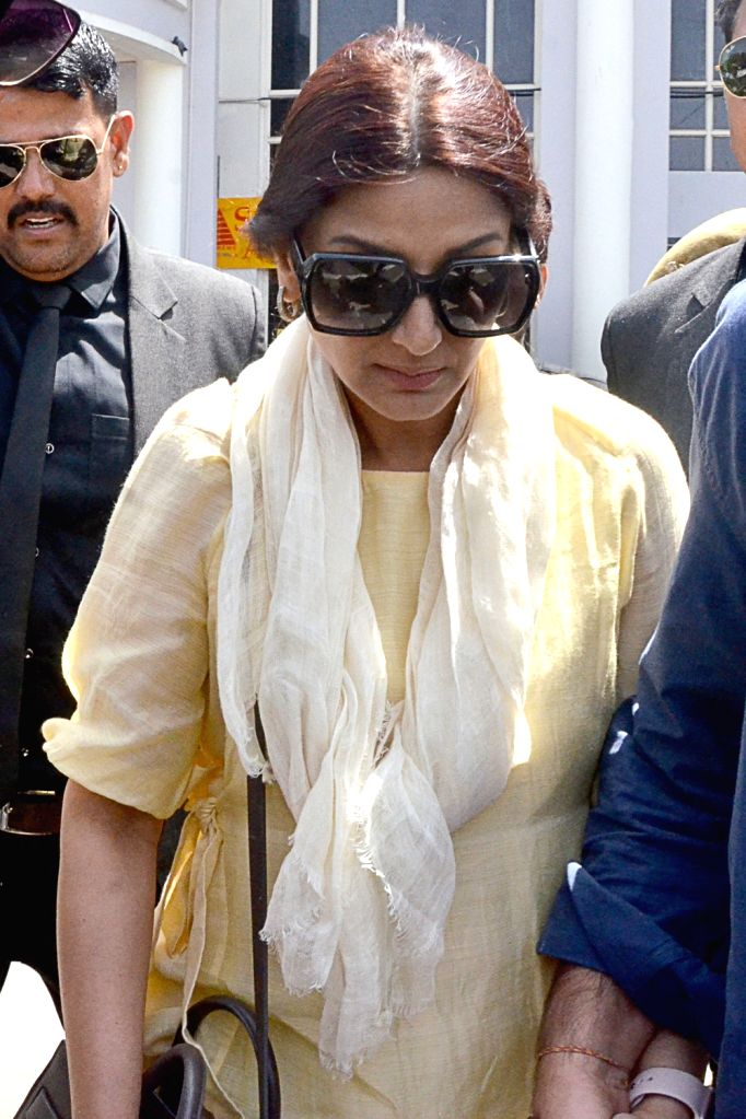 Actress Sonali Bendre arrives to appear before Jodhpur's Chief Judicial Magistrate (CJM) Rural Court in connection with the hearing in black buck poaching case, on April 4, 2018. - Sonali Bendre