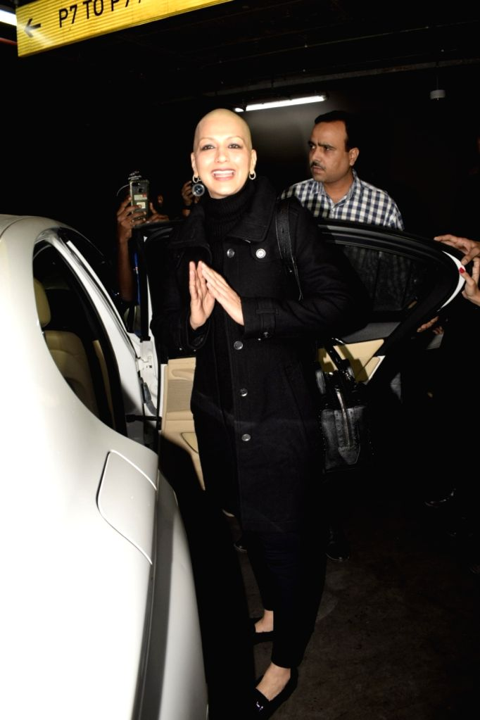 Actress Sonali Bendre Behl arrives at Chhatrapati Shivaji International Airport months after she left for New York to seek treatment of a high grade cancer, on Dec 3, 2018. - Sonali Bendre Behl