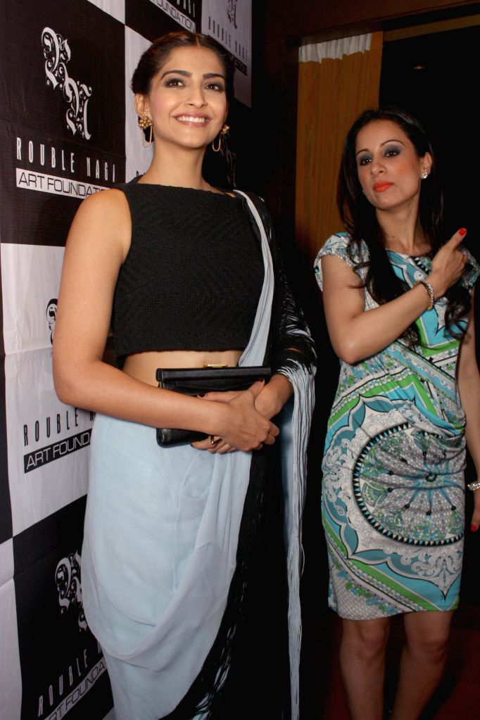Actress Sonam Kapoor and mural artist Rouble Nagi during a painting exhibition in New Delhi on April 22, 2014. - Sonam Kapoor