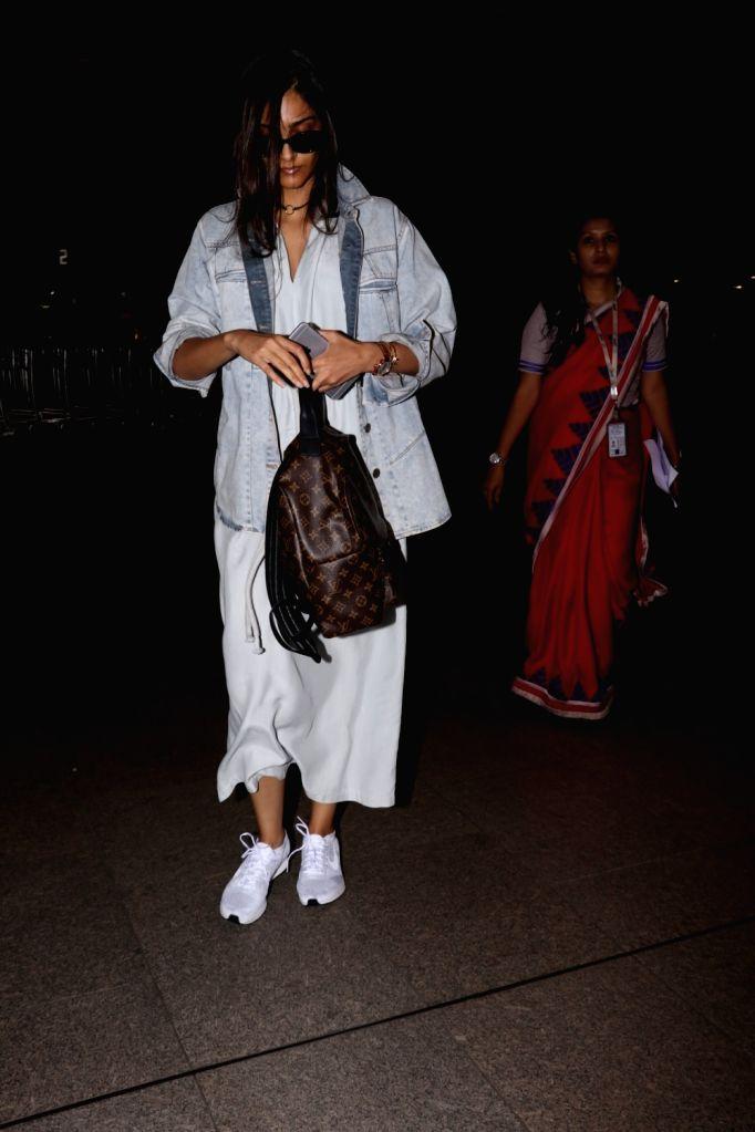 Actress Sonam Kapoor at Chhatrapati Shivaji Maharaj International Airport in Mumbai on July 1, 2017. - Sonam Kapoor