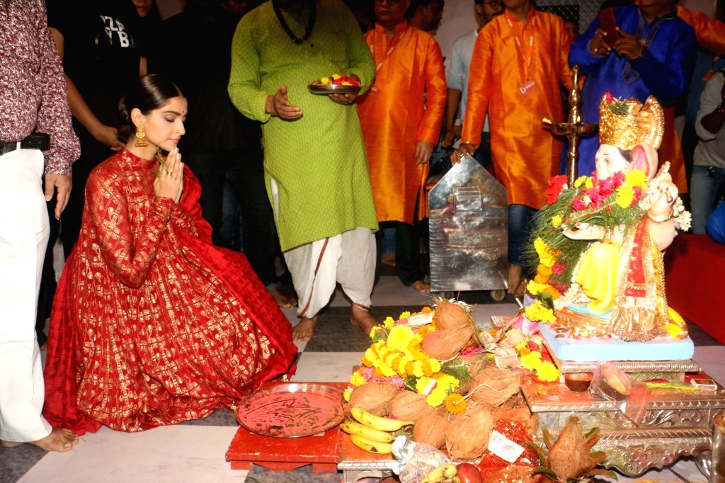 Actress Sonam Kapoor offers prayers to Lord Ganesh at Andheri cha Raja pandal on Ganesh Chaturthi in Mumbai, on Sep 5, 2019. - Sonam Kapoor