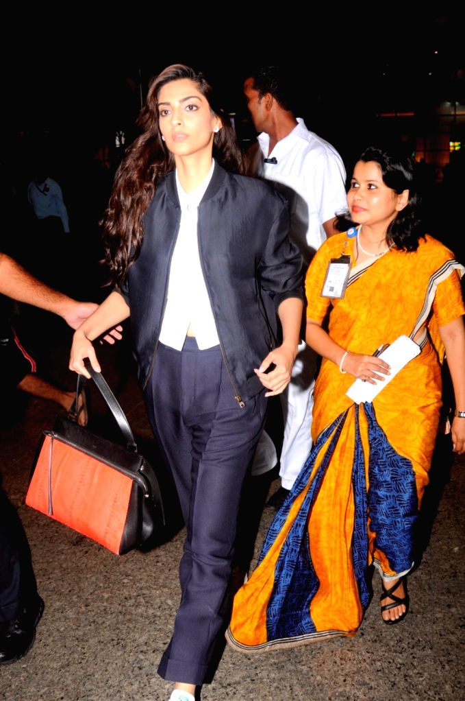 Actress Sonam Kapoor spotted at the Chhatrapati Shivaji International airport in Mumbai on Sept. 17, 2016. - Sonam Kapoor