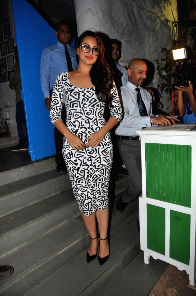 Actress Sonkashi Sinha during the success party of film R....Rajkumar hosted by Shahid Kapoor in Mumbai on Friday, December 13th, 2013. - Sonkashi Sinha and Shahid Kapoor