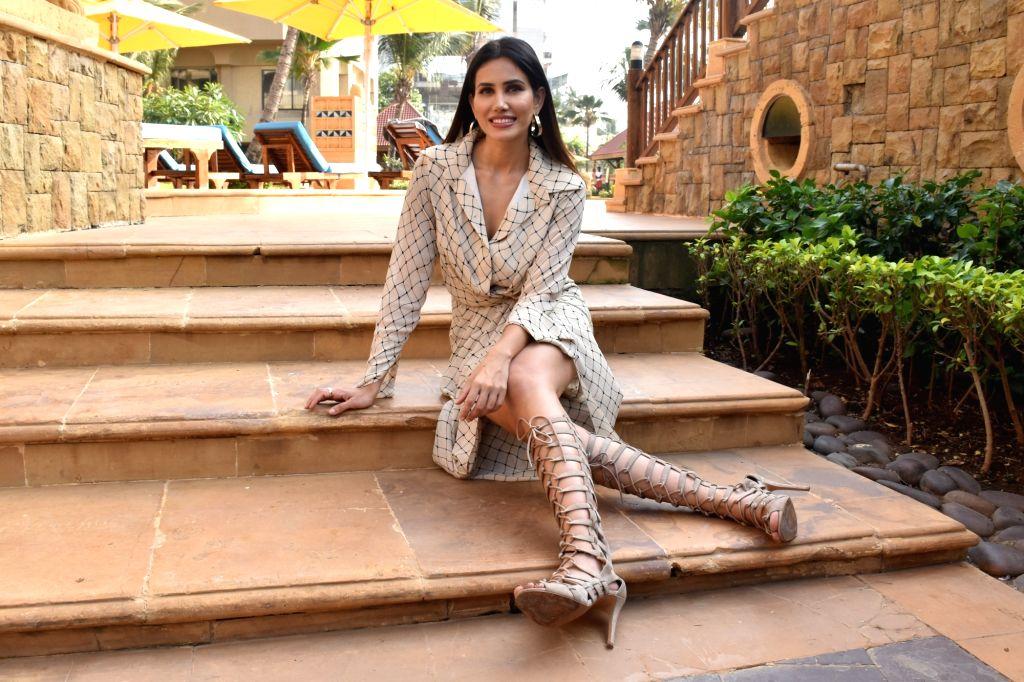 Actress Sonnalli Seygall - Sonnalli Seygall