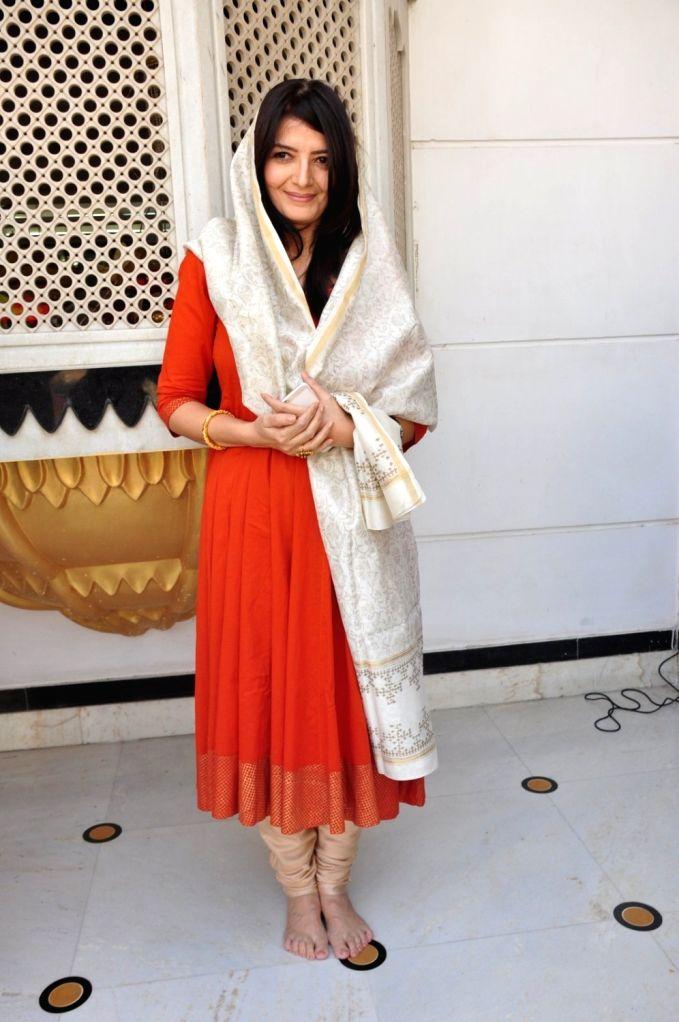 Actress Sonu Walia during the re-release of film Nanak Nam Jahaz Hai in colour format in Mumbai on Nov 18, 2015. - Sonu Walia
