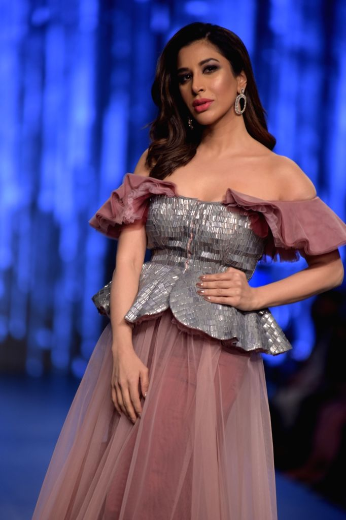 Actress Sophie Chaudhary showcases a creation of fashion designer Shivani Awasthy on the third day of Lotus India Fashion Week in New Delhi, on March 15, 2019. - Sophie Chaudhary