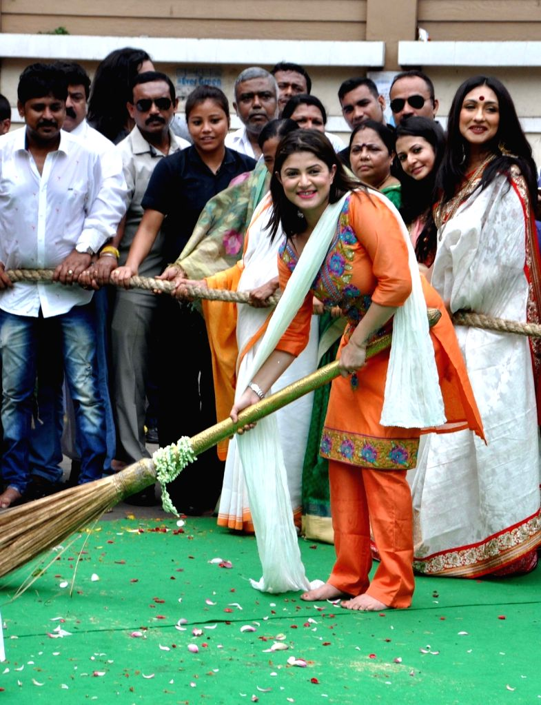 Actress Srabanti Chatterjee during ISKON Rath Yatra celebration in Kolkata on July 6, 2016. - Srabanti Chatterjee
