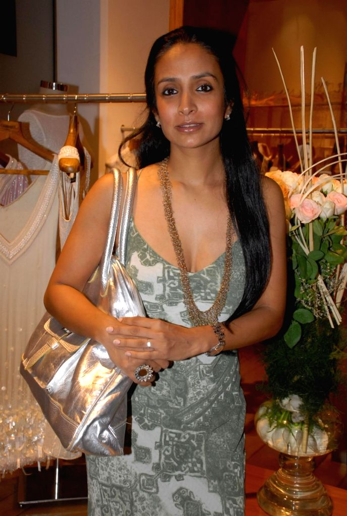 Actress Suchitra Pillai at the fashion preview of designer Raakesh Agarwal in Mumbai Friday. - Suchitra Pillai