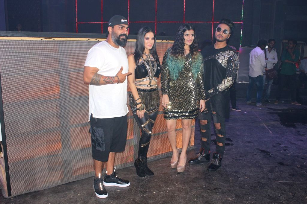 "Actress Sunny Leone (2L) and rapper Raftaar (4L) on the set of thier upcoming music video shoot ""Loka Loka "" in Mumbai on August 03, 2017. - Sunny Leone"