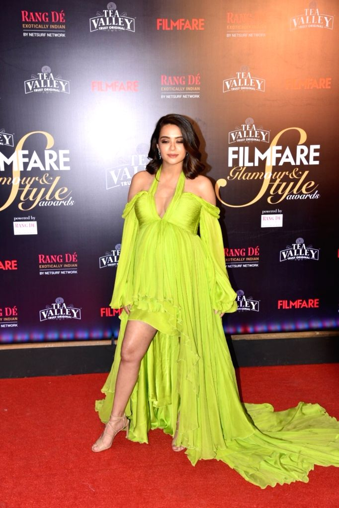 Actress Surveen Chawla on the red carpet of Filmfare Glamour And Style Awards 2019, in Mumbai on Feb 11, 2019. - Surveen Chawla