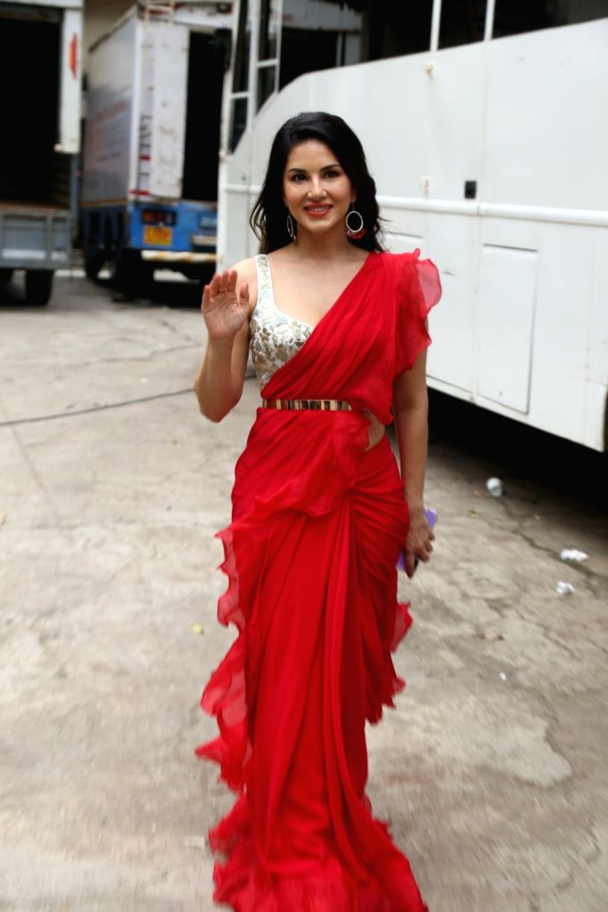 "Actress Sunny Leone during the shooting of a song for the upcoming film ""Motichoor Chaknachoor"" in Mumbai, on Sep 27, 2019. - Sunny Leone"