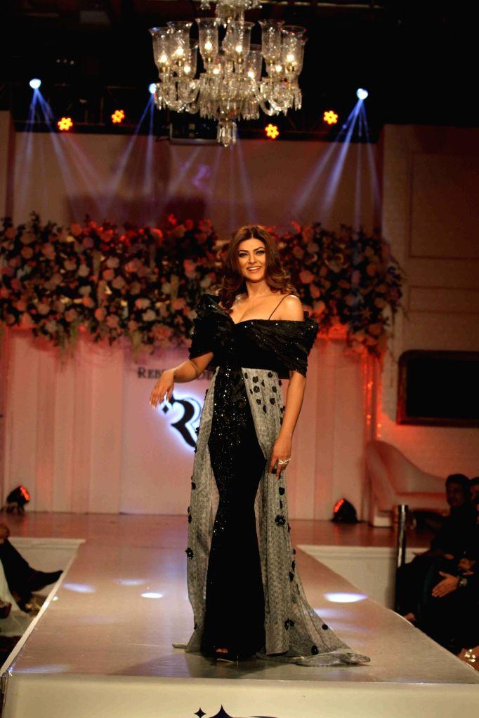 Actress Sushmita Sen unveils Rebecca Dewan fashion show in Mumbai, on Aug 18, 2016. - Sushmita Sen