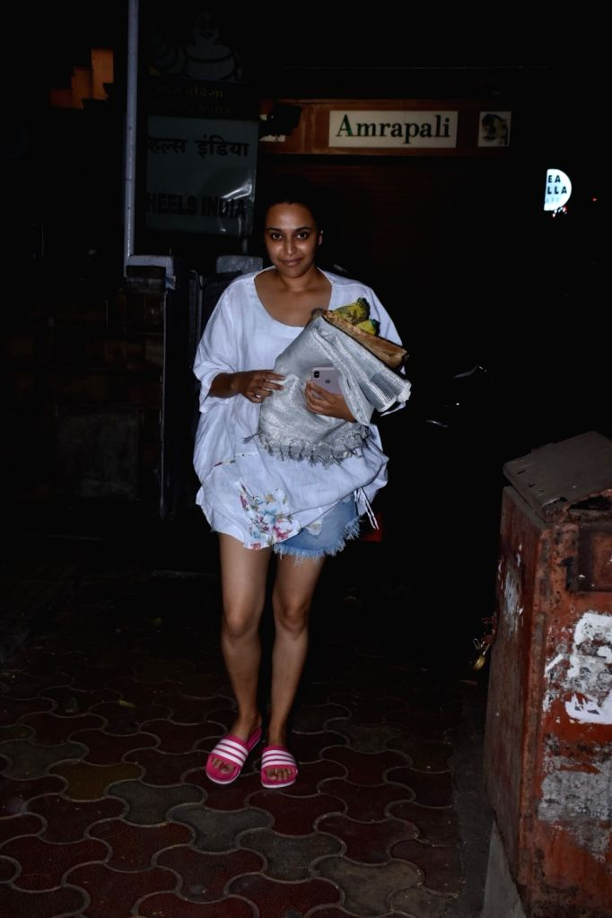 Actress Swara Bhaskar seen at Mumbai's Juhu on April 15, 2019. - Swara Bhaskar