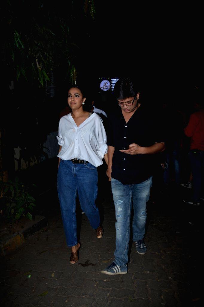 Actress Swara Bhasker and screenwriter Himanshu Sharma at actor Shah Rukh Khan's birthday celebration in Mumbai on Nov 2, 2018. - Swara Bhasker, Himanshu Sharma and Rukh Khan