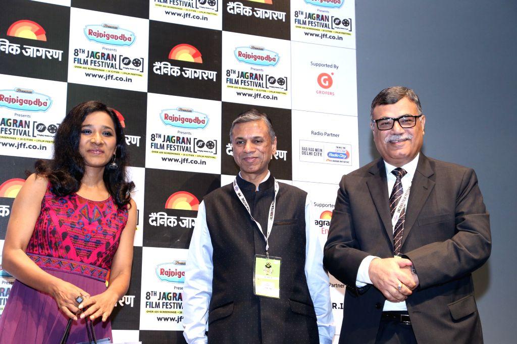 Actress Tanishtha Chatterjee, Rajiv Jain and Suresh Kumar at Jagran Film Festival in New Delhi, on July 2, 2017. - Tanishtha Chatterjee, Rajiv Jain and Suresh Kumar