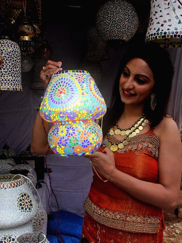 Actress Teena Ponnappa during inauguration of Hastakala Handloom and Handicraft Bazaar in Bengaluru, on Oct 12, 2017. - Teena Ponnappa
