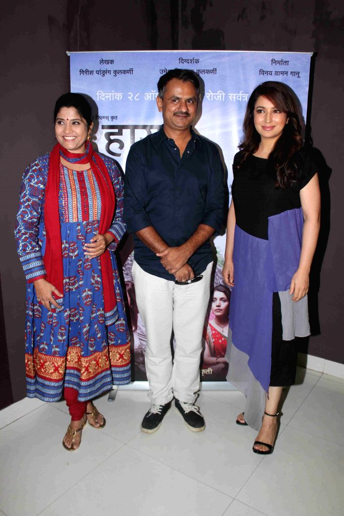 Actress Tisca Chopra and Renuka Shahane and filmmaker Girish Kulkarni during the media interaction of Marathi film Highway, in Mumbai, on August 6, 2015. - Tisca Chopra and Girish Kulkarni