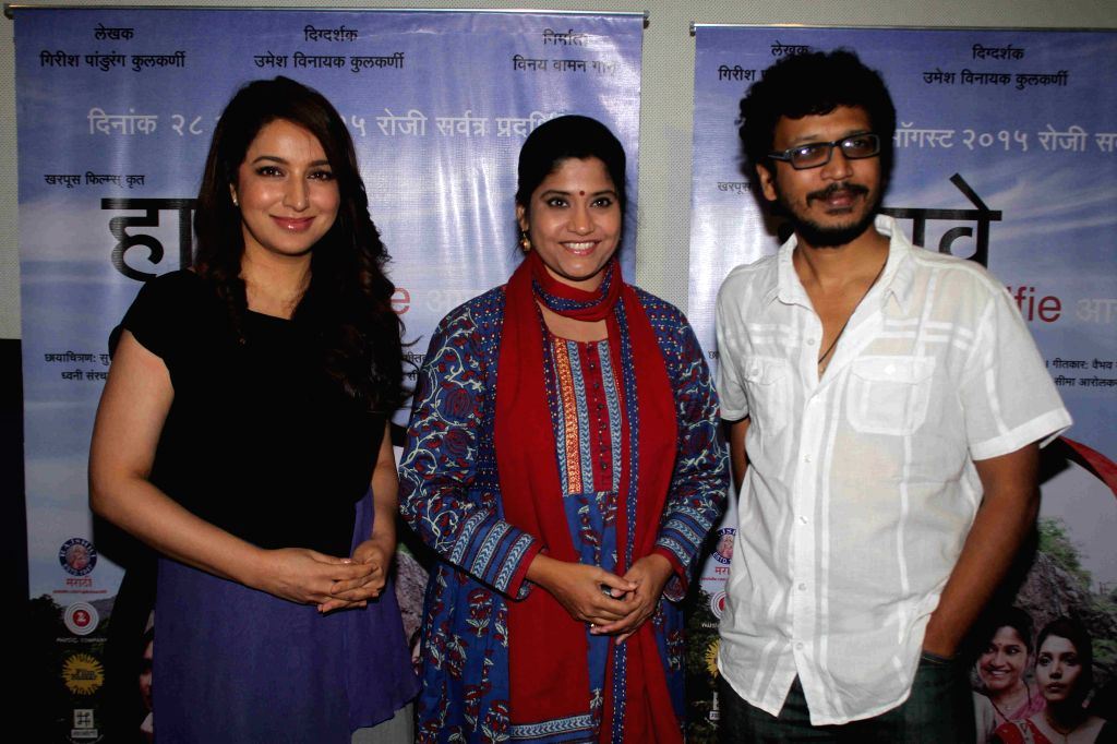 Actress Tisca Chopra, Renuka Shahane and filmmaker Umesh Kulkarni during the media interaction of Marathi film Highway, in Mumbai, on August 6, 2015. - Tisca Chopra and Umesh Kulkarni