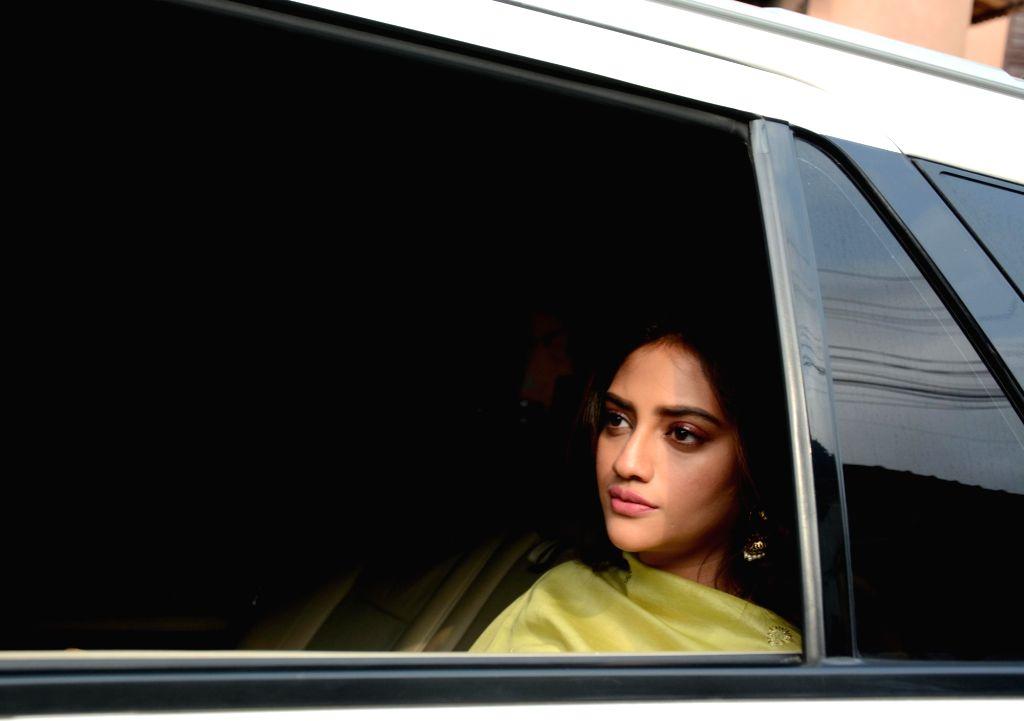 Actress turned politician Nusrat Jahan arrives at the residence of Mamata Banerjee in Kolkata on May 25, 2019. - Mamata Banerjee