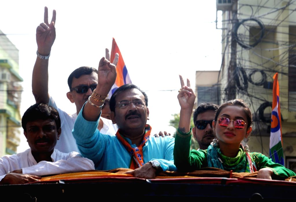 Actress-turned-politician, TMC candidate from Jadavpur, Mimi Chakraborty accompanied by party leaders Manish Gupta and Aroop Biswas, during a road show ahead of the 2019 Lok Sabha polls, in ... - Mimi Chakraborty and Manish Gupta
