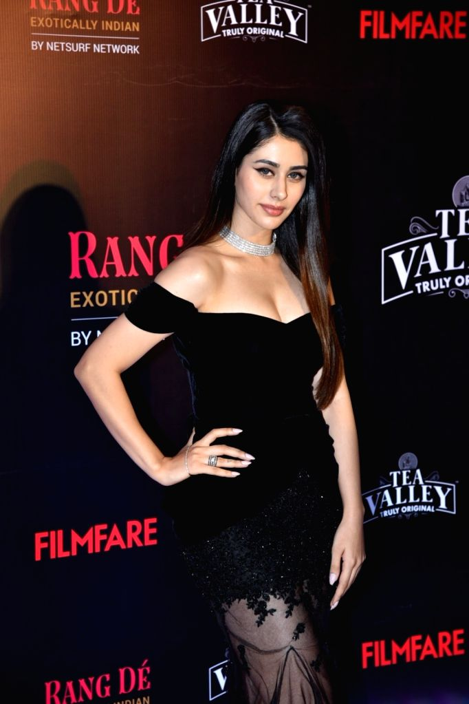 Actress Warina Hussain on the red carpet of Filmfare Glamour And Style Awards 2019, in Mumbai on Feb 11, 2019. - Warina Hussain