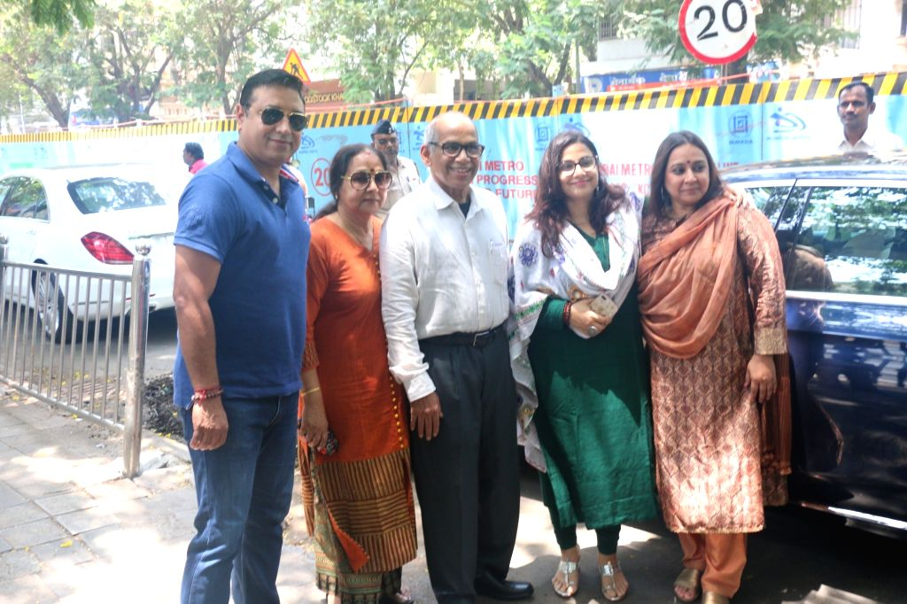 Actress Vidya Balan and her family members arrive to cast their votes for the fourth phase of 2019 Lok Sabha elections, in Mumbai on April 29, 2019. - Vidya Balan