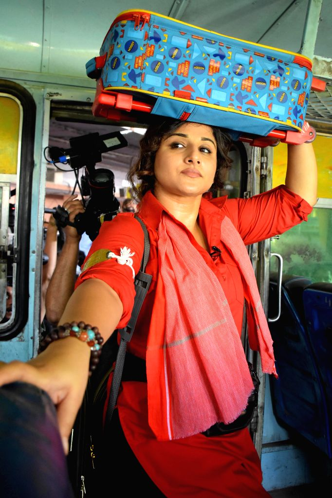 Actress Vidya Balan during a shooting for upcoming television reality show `Mission Sapne` at Sindhi Camp Bus Stand in Jaipur, on Oct 24, 2015.