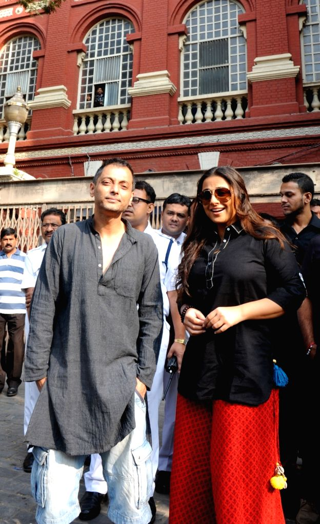 Actress Vidya Balan with director Sujoy Ghosh during shooting for their upcoming film at Writers Building in Kolkata on Nov 24, 2015. - Sujoy Ghosh