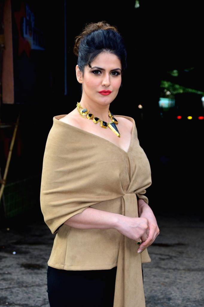 """Actress Zarine Khan during the promotions of her upcoming film """"Aksar 2"""" on the sets of television show 'Comedy Dangal' in Mumbai on Sept 17, 2017. - Zarine Khan"""