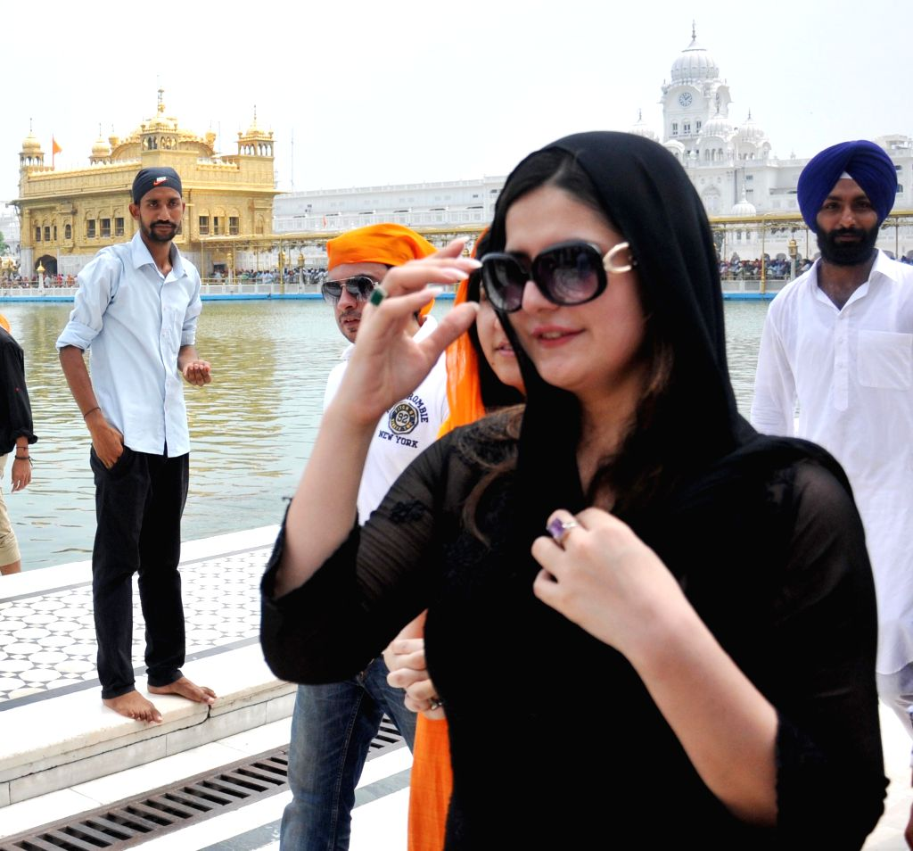 Actress Zarine Khan paying obeisane at Golden Temple in Amritsar on July 26, 2014.