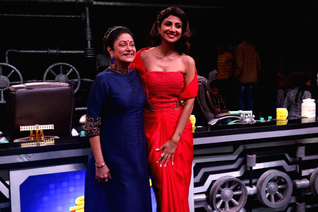 "Actresses Aruna Irani and Shilpa Shetty Kundra on the sets of a dance reality show ""Super Dancer chapter 3"", in Mumbai on June 4, 2019. - Aruna Irani and Shilpa Shetty Kundra"