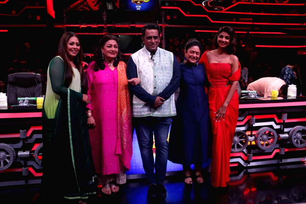 "Actresses Aruna Irani, Bindu, and Shilpa Shetty Kundra, choreographer Geeta Kapoor and director Anurag Basu on the sets of a dance reality show ""Super Dancer chapter 3"", in Mumbai ... - Anurag Basu, Aruna Irani, Bindu, Shilpa Shetty Kundra and Geeta Kapoor"