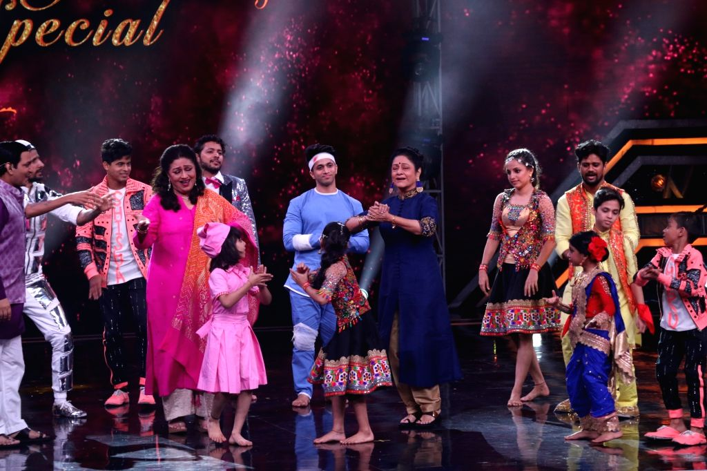 "Actresses Bindu and Aruna Irani on the sets of a dance reality show ""Super Dancer chapter 3"", in Mumbai on June 3, 2019. - Bindu and Aruna Irani"