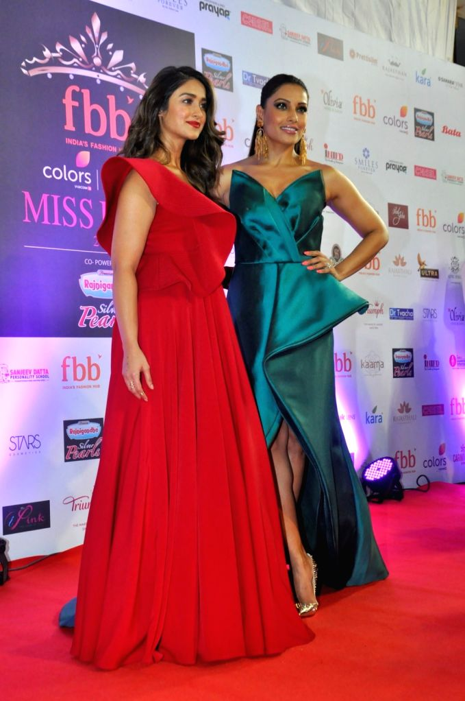 Actresses Bipasha Basu and Ileana D'Cruz during the grand finale of fbb Femina Miss India 2017 in Mumbai, on June 25, 2017. - Bipasha Basu and Ileana D'Cruz