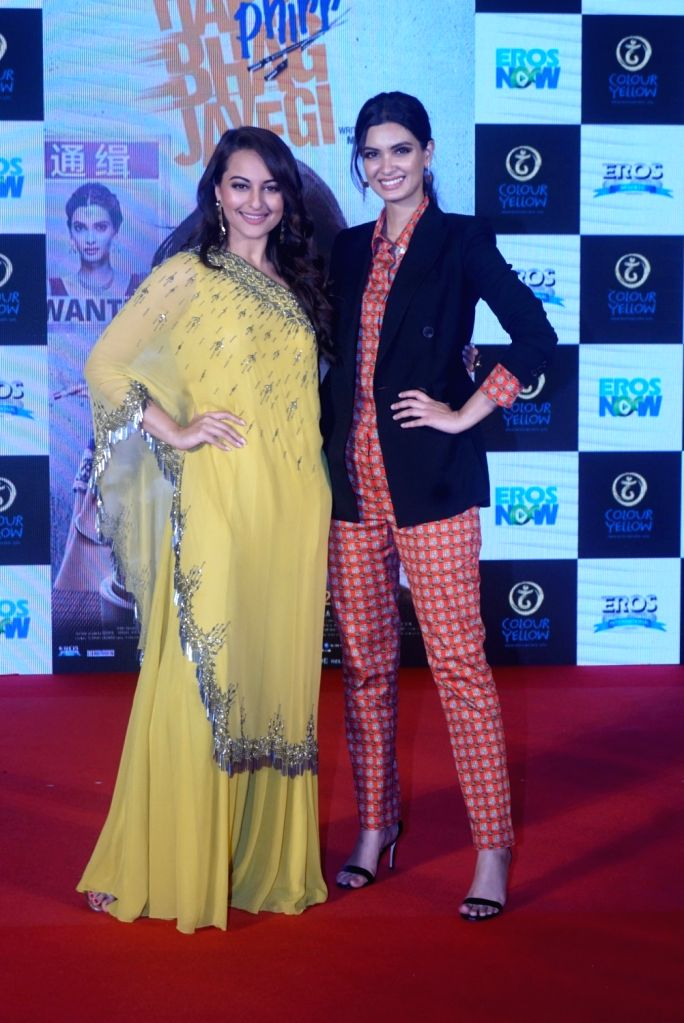 """Actresses Diana Penty and  Sonakshi Sinha at the trailer launch of their upcoming film """"Happy Phirr Bhag Jayegi""""  in Mumbai on July 25, 2018. - Diana Penty and Sonakshi Sinha"""