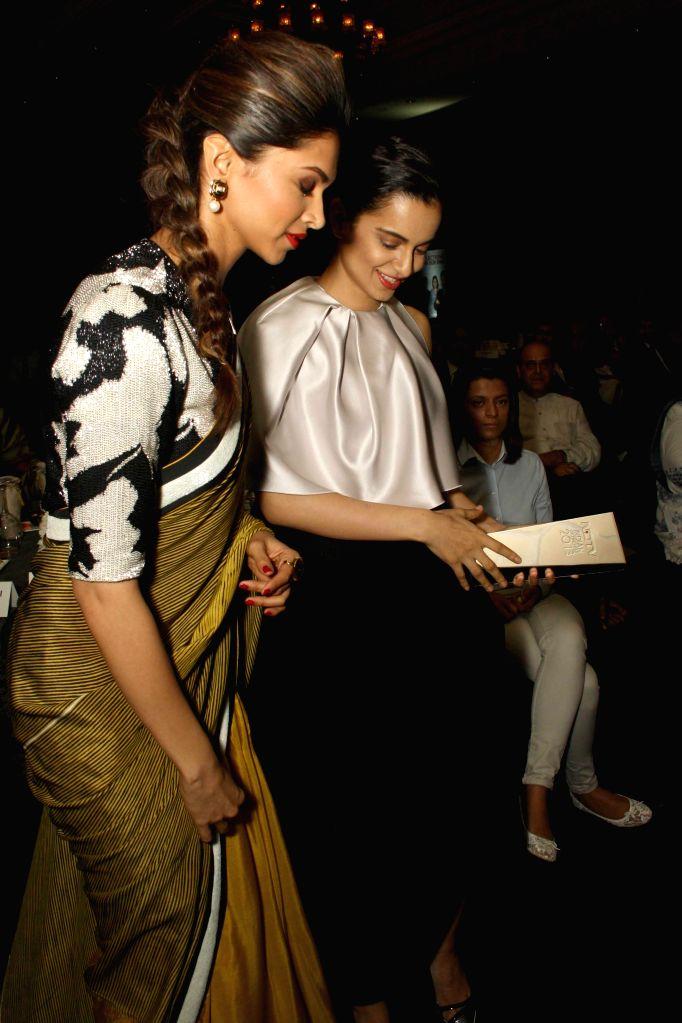 Actresses Kangana Ranaut and Deepika Padukone during NDTV Indian of the Year Awards function in New Delhi on April 29, 2014. - Kangana Ranaut and Deepika Padukone