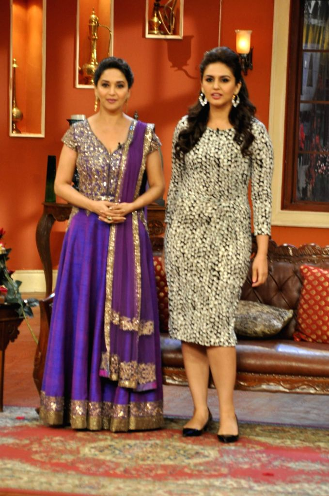 Actresses Madhuri Dixit Nene and Huma Qureshi on the sets of Comedy Nights with Kapil to promote her upcoming film Dedh Ishqiya in Mumbai on December 13, 2013. - Madhuri Dixit Nene and Huma Qureshi
