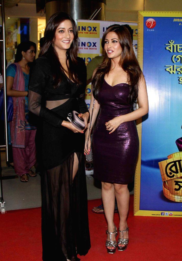 Actresses Ria Sen and Raima Sen during the premier show of Bengali movie `Roga Hawar Sahaj Upai` in Kolkata on June 25, 2015. - Ria Sen and Raima Sen